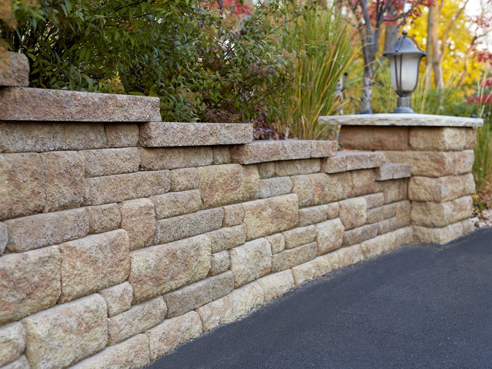 We Love The Color And Texture Of This Bayfield Wall But Love The Column At The End With A Light Feature F Concrete Retaining Walls Wall Systems Retaining Wall