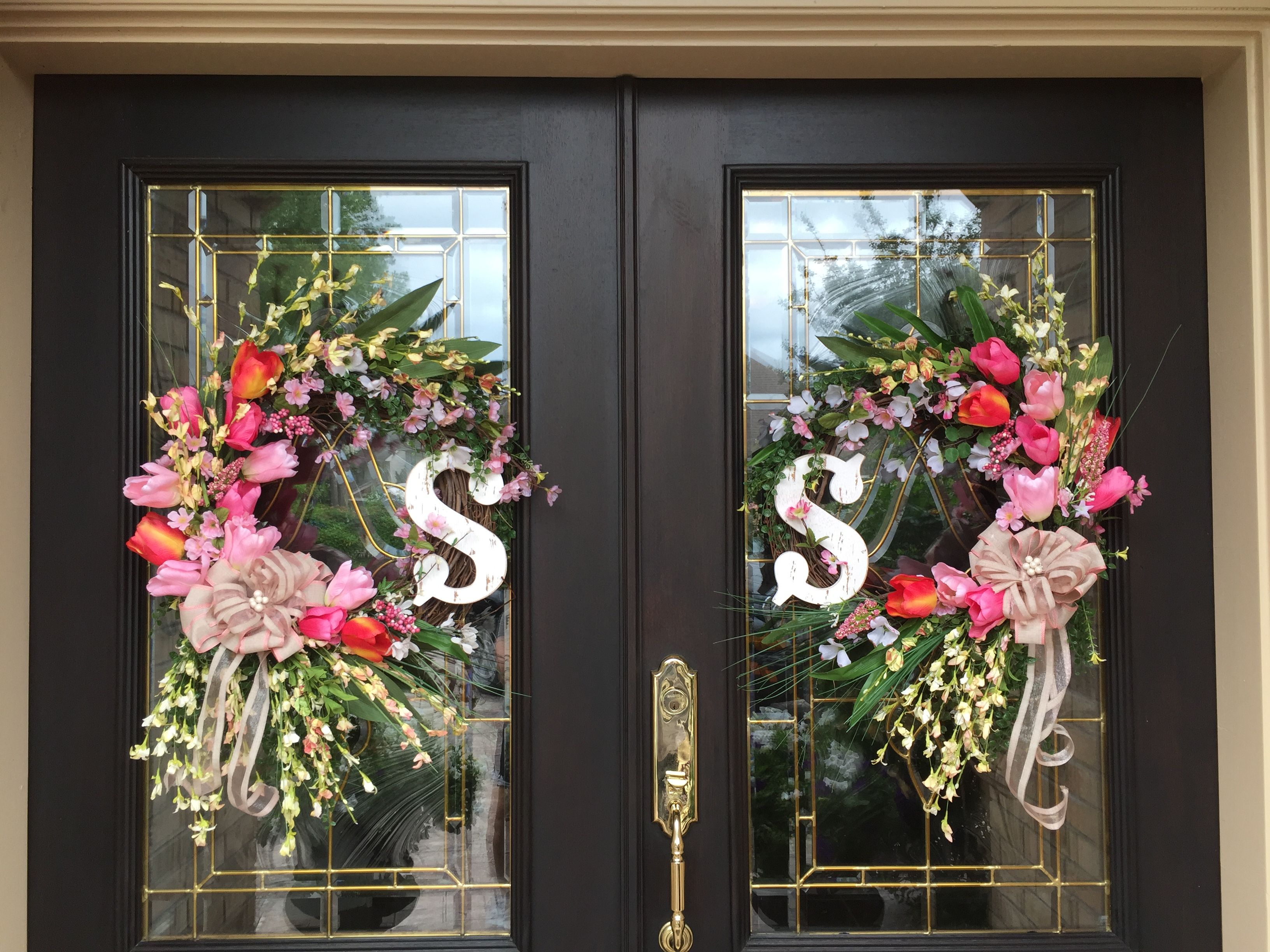 Both wreaths for double doors door wreaths decorations for Front door decor