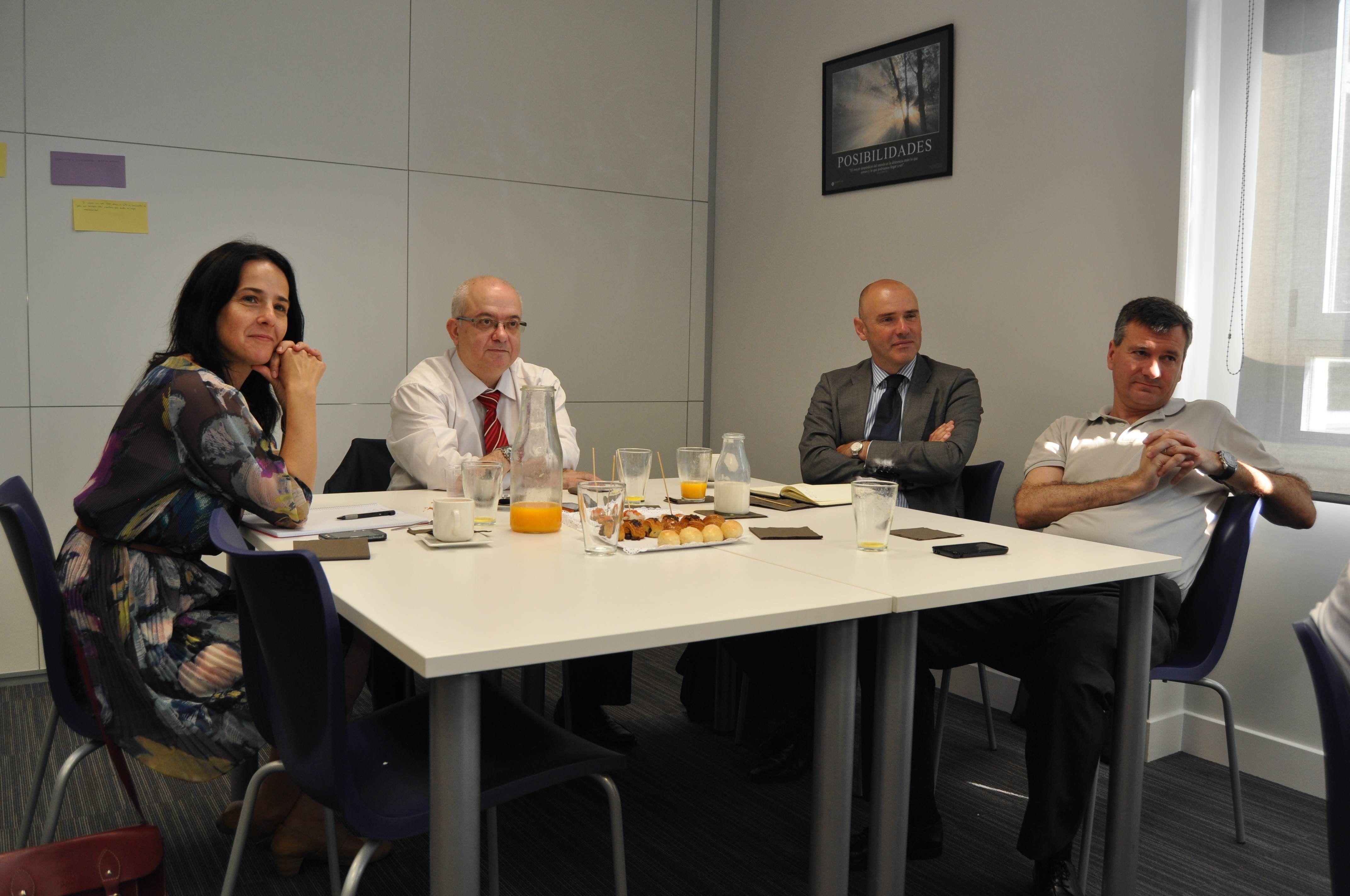 Mónica Casla, Ricardo Cobo, Aitzol Asla y Luis Cordero, desayunando con Tucho y Javier Ortego.