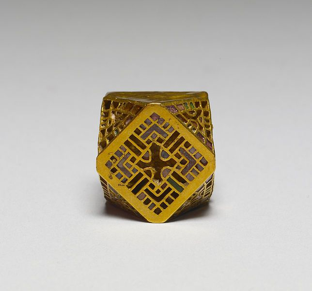 Gold jewelry ornament.This ornament may have formed part of an earring or necklace. The polyhedral shape was a favorite among the Ostrogoths. Late 5th-early 6th century (Early Medieval). Gold with colored glass pastes. Dimensions: 2,2 × 2 × 1,5 cm. Walters Art Museum. Public Domain.