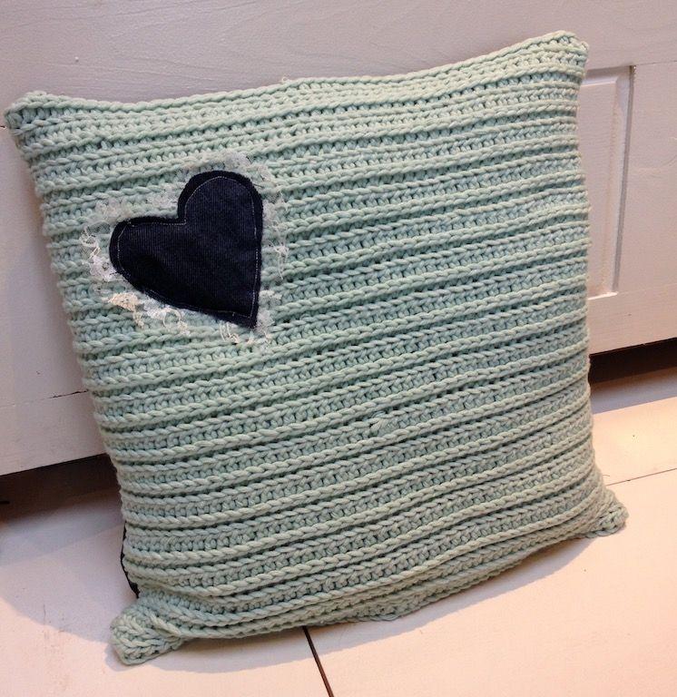 Kussen gehaakt - achterkant spijkerstof | My Home | Pinterest