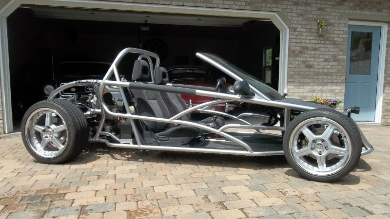 It is a midengine tubeframe trackday special that