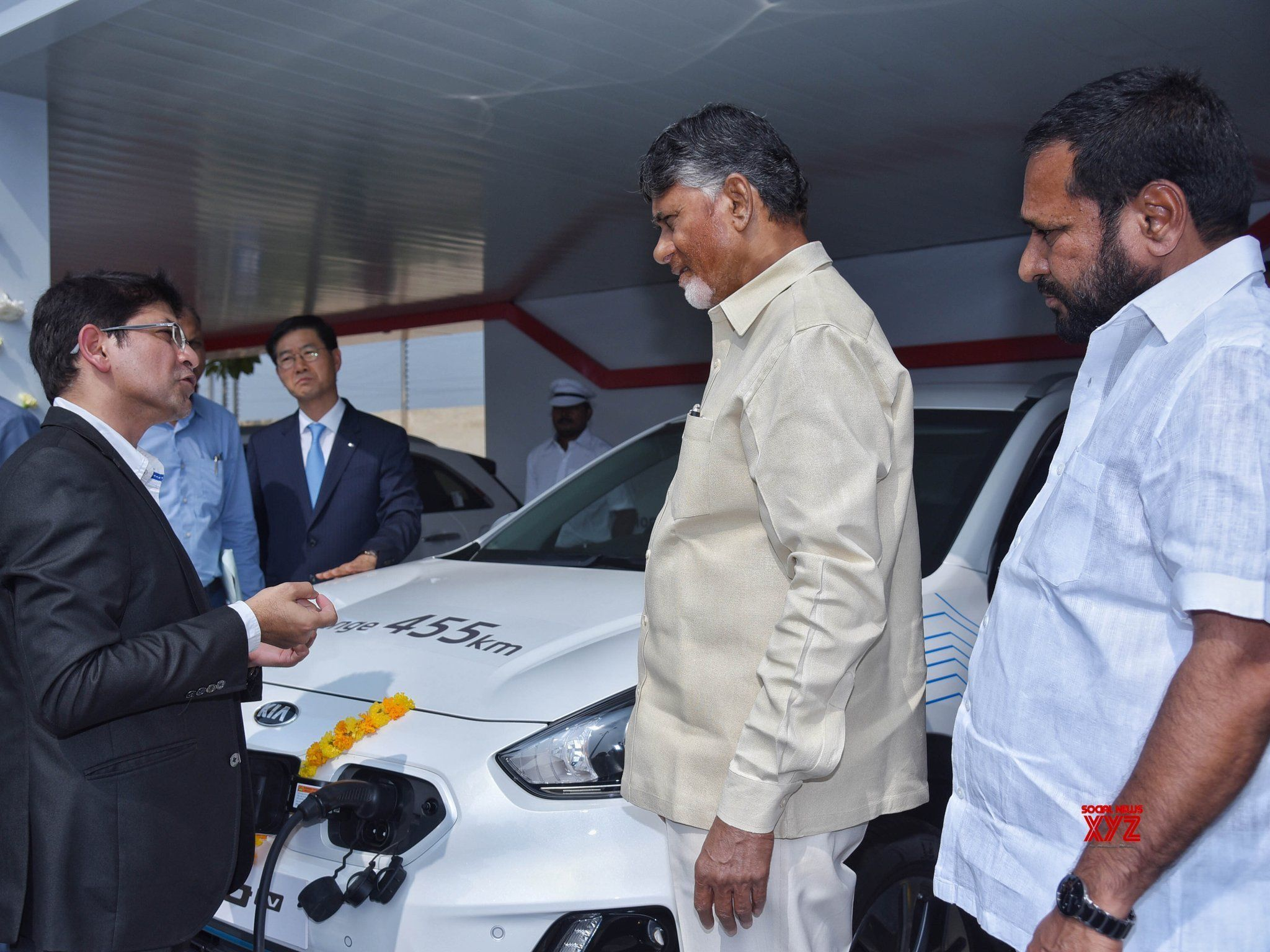 Kia Motors Signs MoU With Andhra CM Chandrababu Naidu For