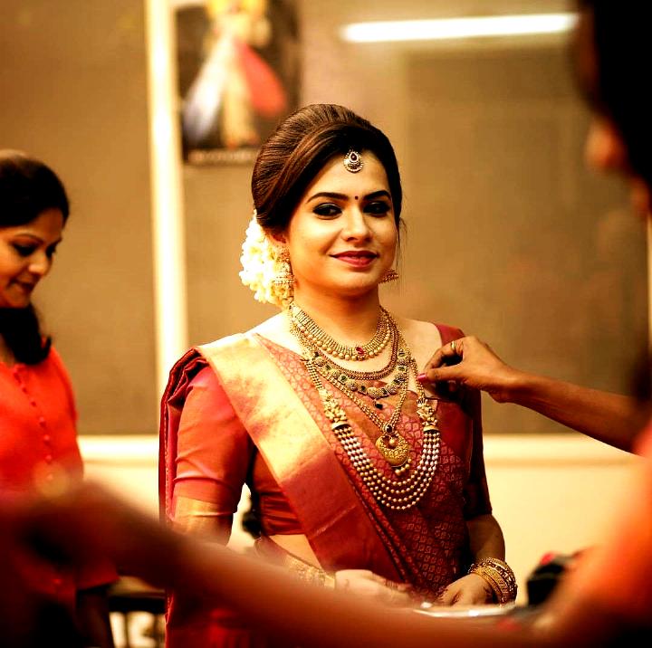 Hairstyles For Indian Hairstyles For Indian Indian Bride Hairstyle Bridal Hairstyle Indian Wedding Wedding Saree Collection