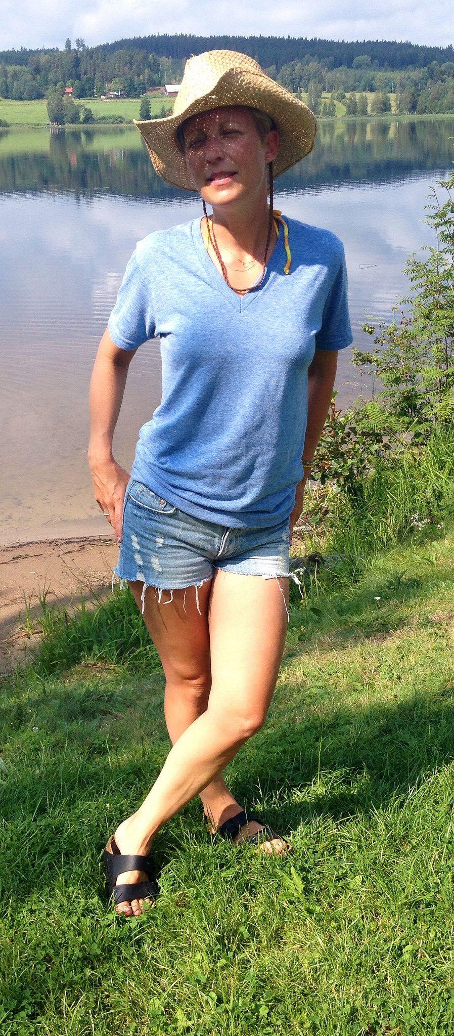 https://flic.kr/p/odjuCe | 2014-07-28 | Bikini Åhléns (jag bor i den ;D), jeansshorts H&M, blå t-shirt American Apparel, svart tofflor Birkenstock