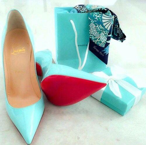 christianlouboutin on   Chaussure, Chaussures louboutin et Escarpins ea217e711fb2
