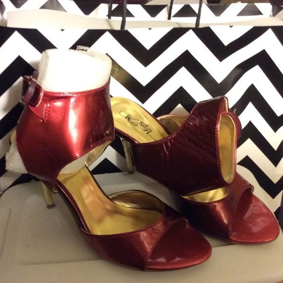 💋RED Hot stilettos👠 💋 RED HOT STILETTOS 👠 Step out in these Crimson and gold shoes fit for any Diva! 😘 in great condition. Wild Rose Shoes