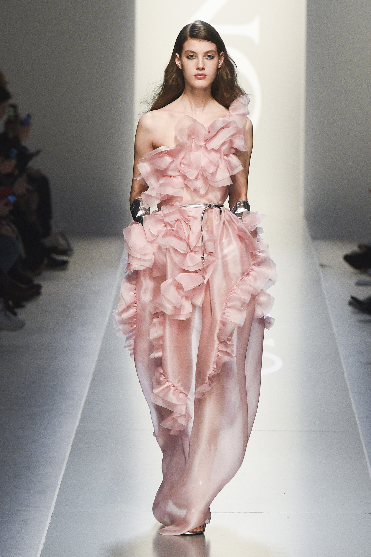 Ermanno Scervino Fall 2018 Ready-to-Wear Fashion Show | Color rosa ...