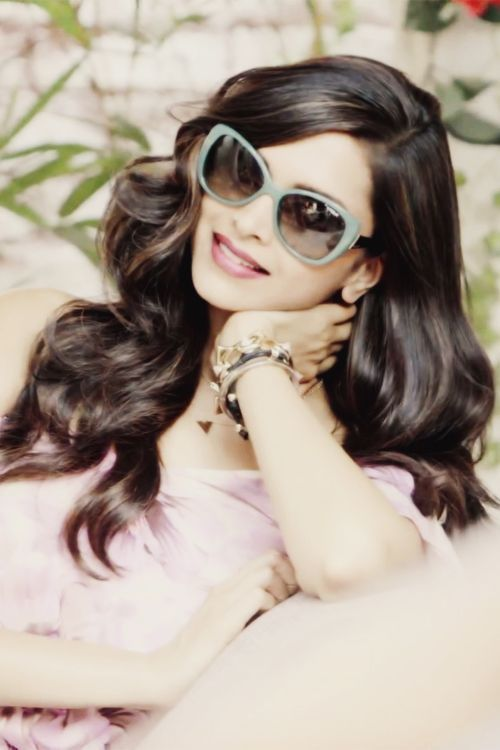 Pin by Sunglasses India on Deepika Padukone Wearing ...