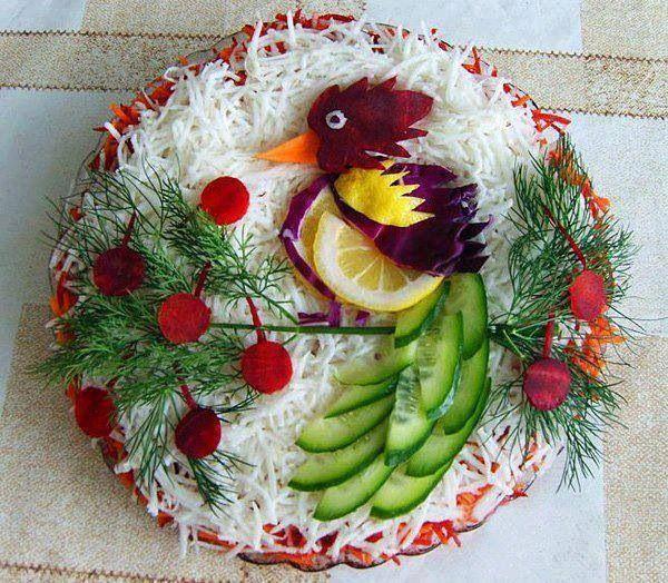 Ensalada de verduras frescas con decoracion de ave for Decoracion de ensaladas