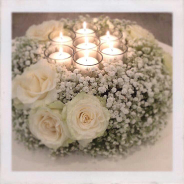 Centrotavola Con Candele Con Gypsophila E Rose Centrotavola Matrimoniali Centrotavola Decorazioni Nuziali