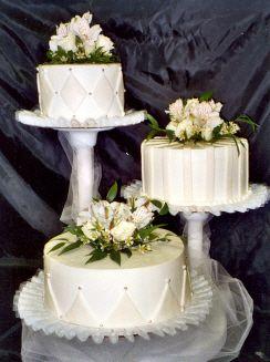 floating+standing+wedding+cake   Mas información en la sección de bodas.