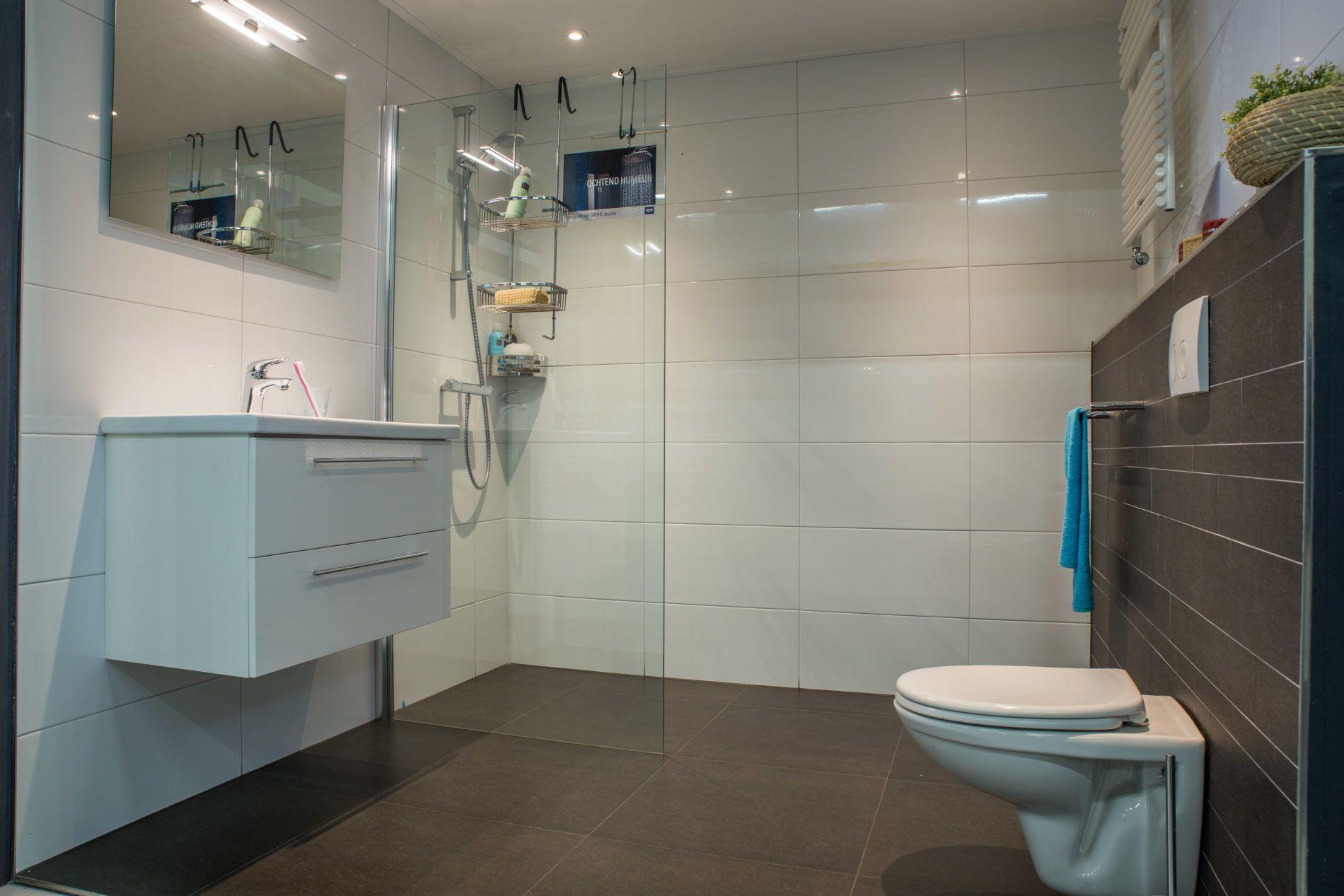 Op zoek naar een complete badkamer voor weinig geld? Maak kennis met ...