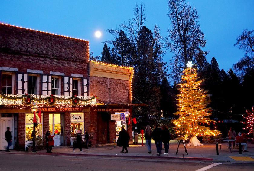 35 American Towns That Do Christmas Right Gallery California Mountains Nevada City Christmas Scenery