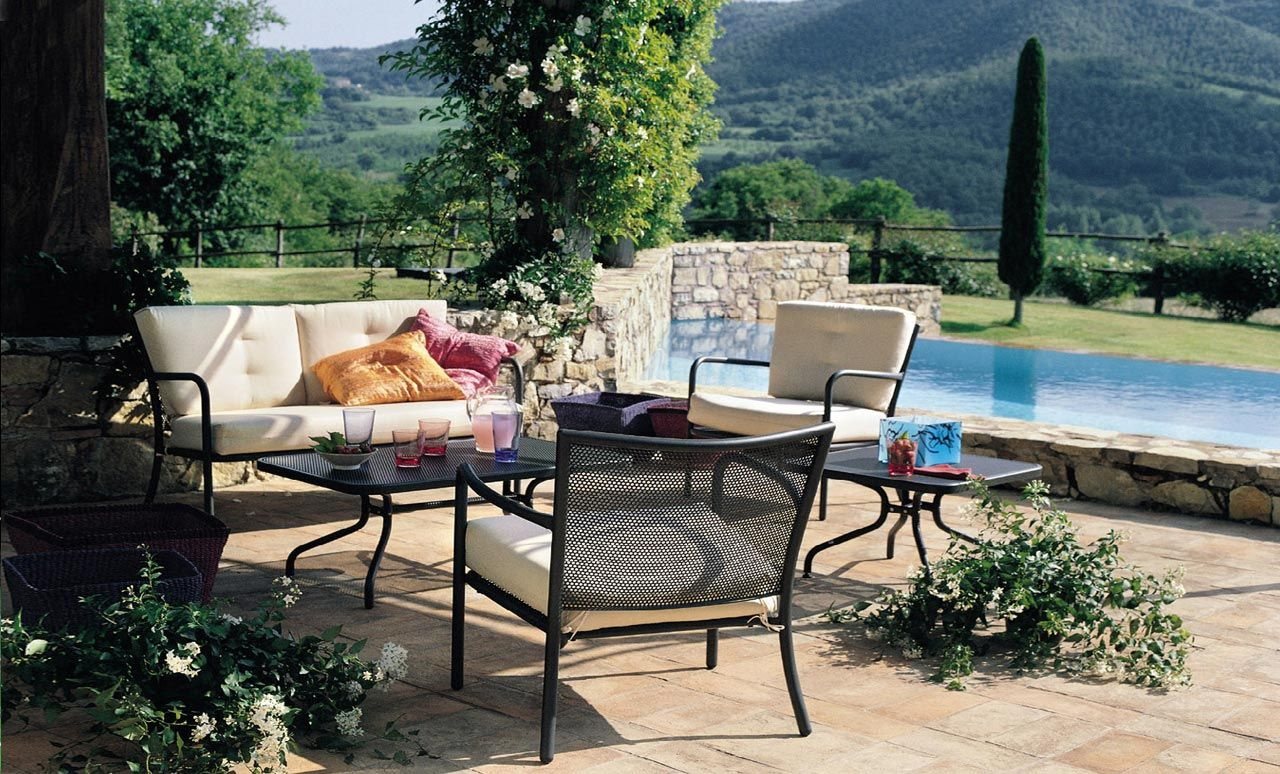 An Outdoor Living Room Inspired By Provence All Aperto Cortile - Vorhang Terrasse Grün