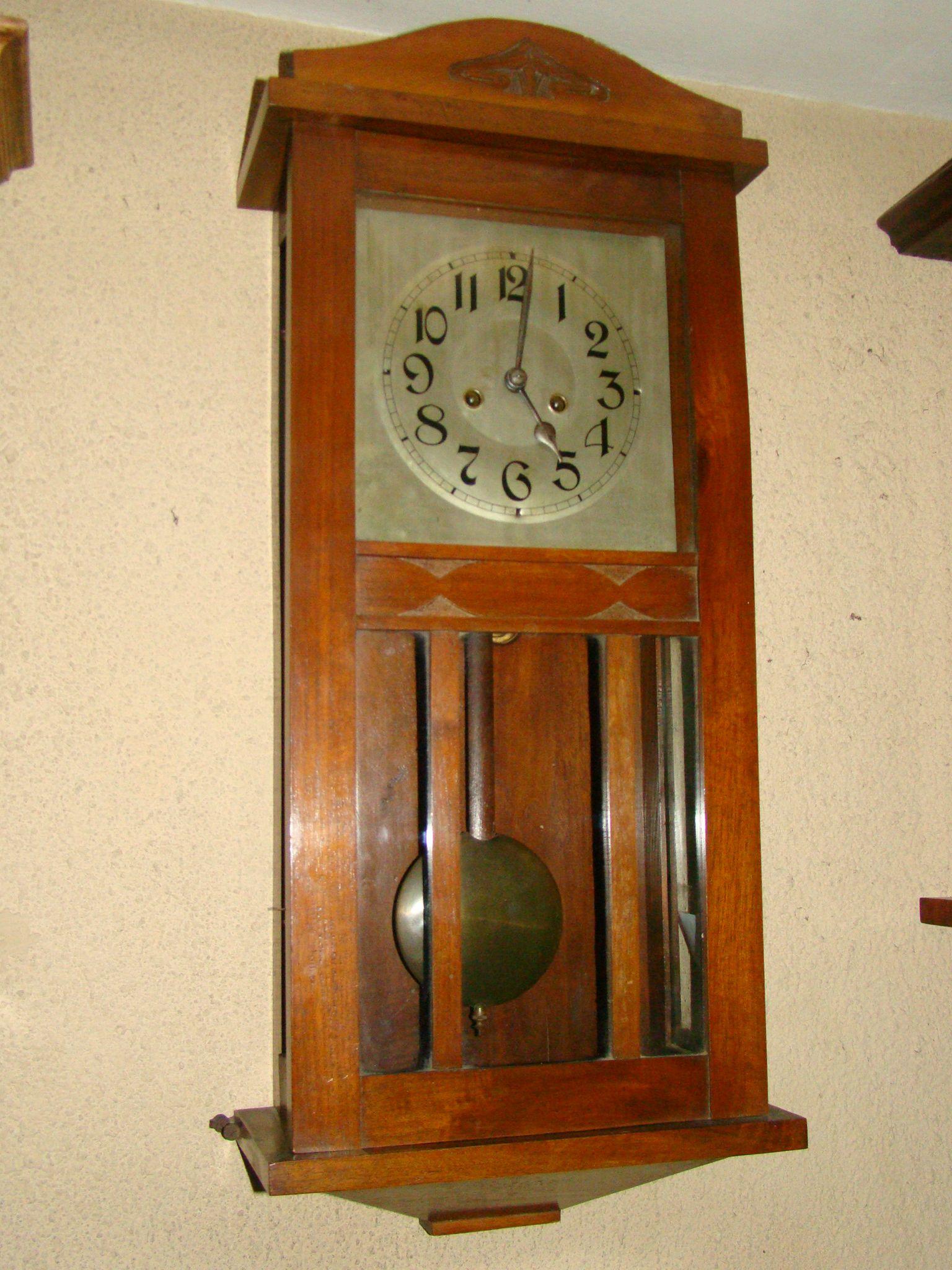 f699dbaa8c19 Antiguo reloj de pendulo Aleman de gran tamaño