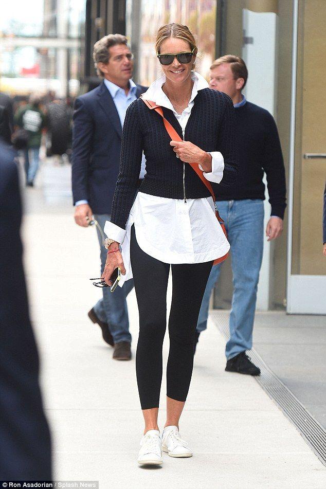 042aa0bdafeb18 Keeping things casual  The Australian beauty - nicknamed  The Body  on  account of her incredible figure - showcased her long legs in a pair of  skintight ...