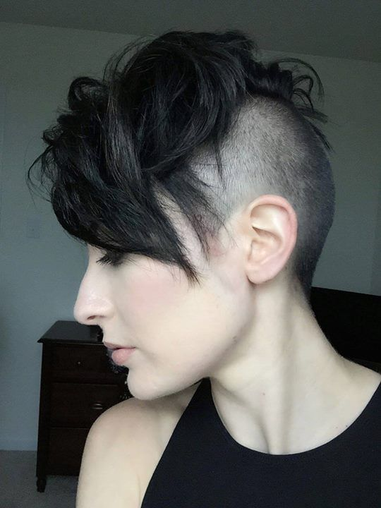 shaved undercut leaving a lot of hair up top Coupe de
