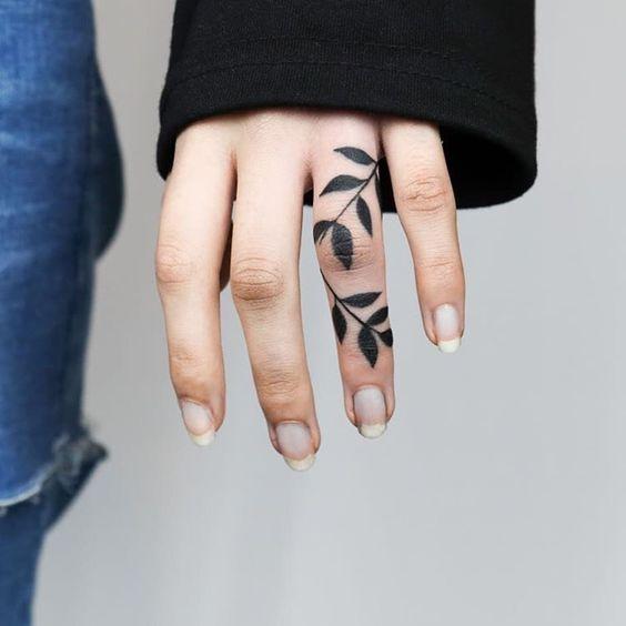 Enredadera de hojas - Tatuajes para Mujeres