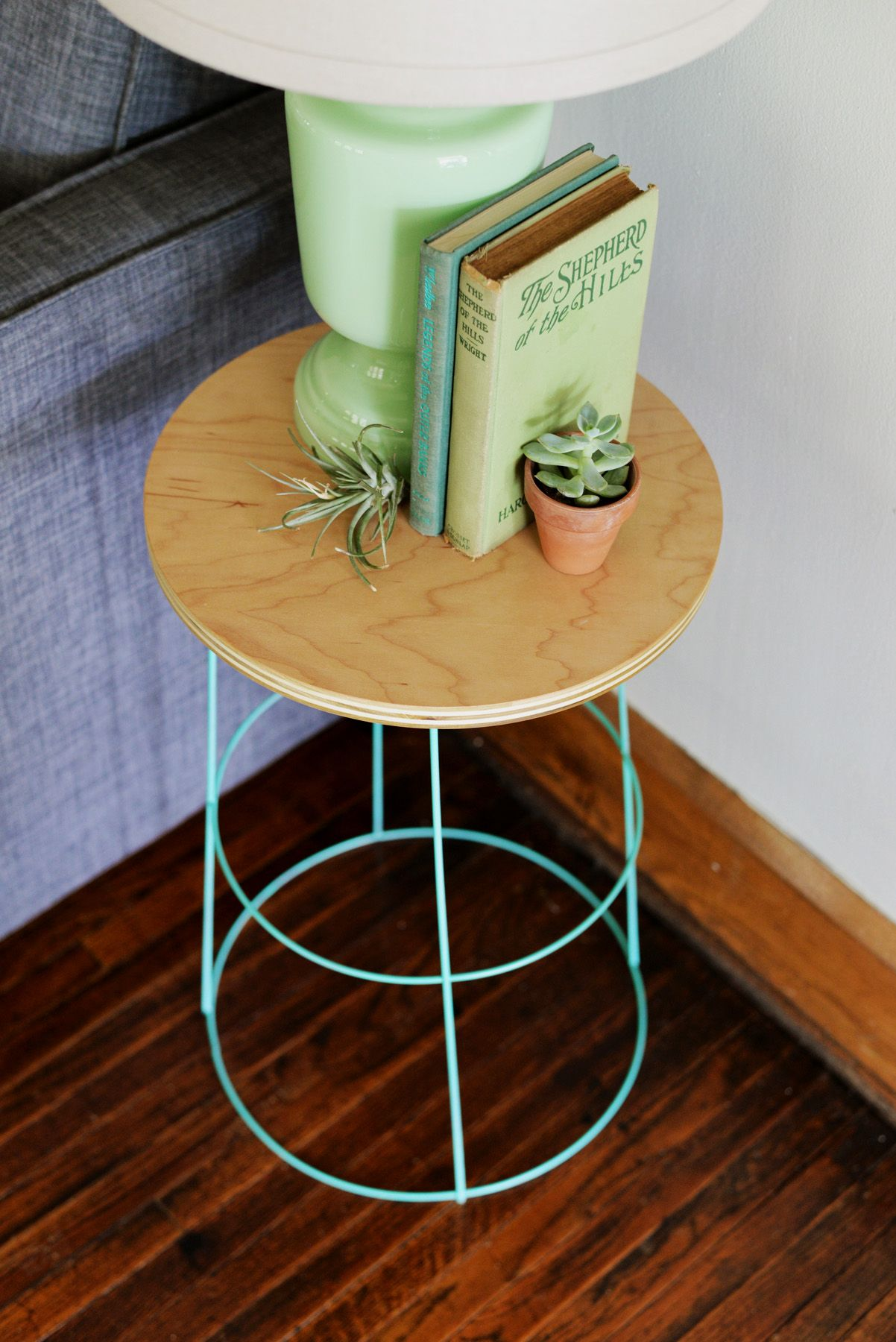 Diy Tomato Cage Side Table Decor Diy Nightstand Tomato