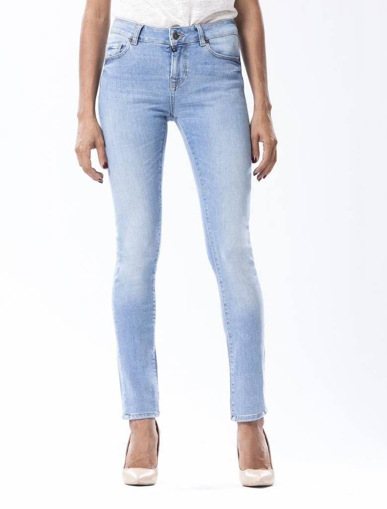 Beryl Waterfall Skinny Jeans  Description: Cup Of Joe is een denimlabel dat al dertig jaar te boek staat als een betaalbaar brand. COJ haalt zijn inspiratie uit de fijne vaak kleine dingen des levens. Daar jeans deel uitmaakt van ons dagelijks bestaan moeten we er net zo van genieten als bijvoorbeeld ons gebruikelijke kopje koffie. Dat is het motto.Of je nu een vintage een versleten indigo of zwarte strakke jeans wilt - bij voorkeur een exemplaar dat je dag en nacht kunt dragen - er is…