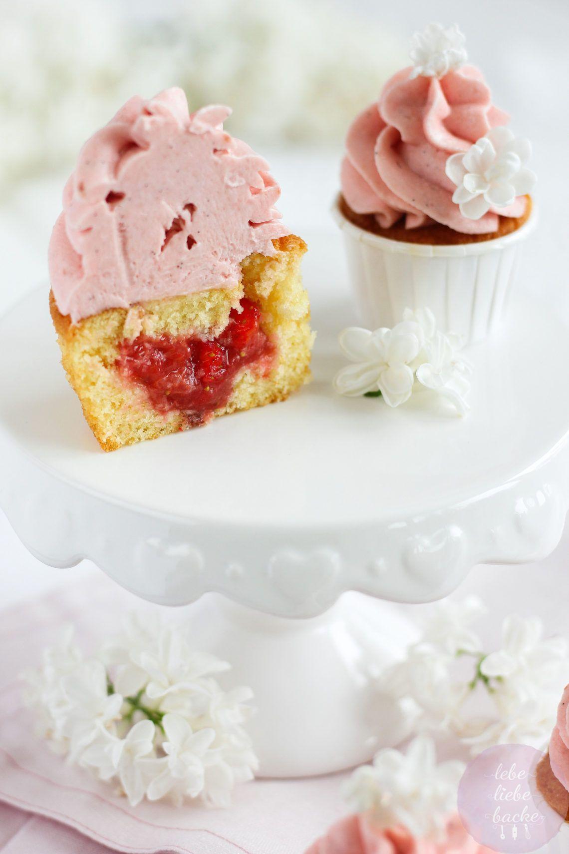 Erdbeer-Rhabarber Cupcakes - lebe liebe backe