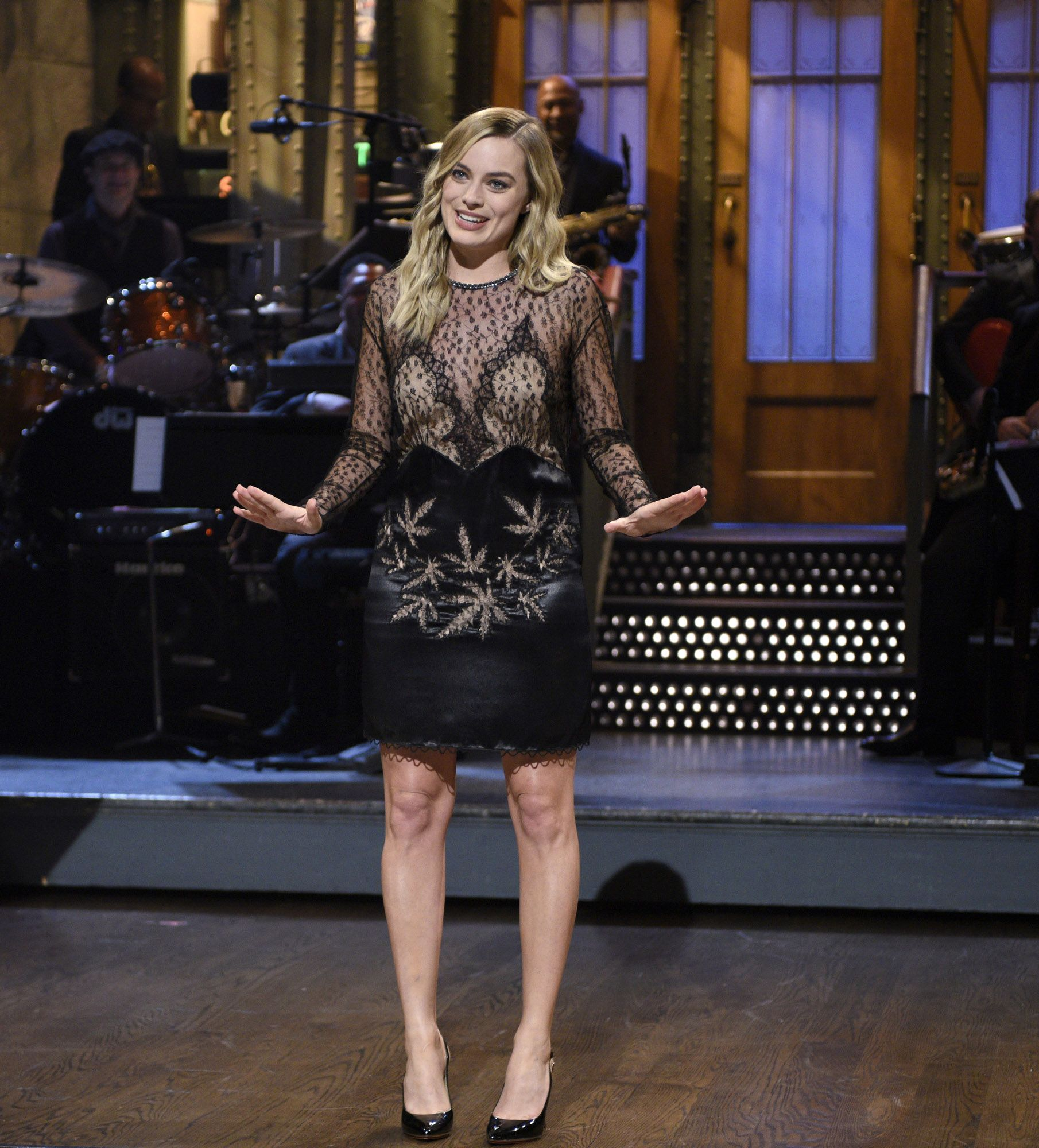 Margot Robbie Opened SNL Wearing Cannabis Couture | My Magazine ...