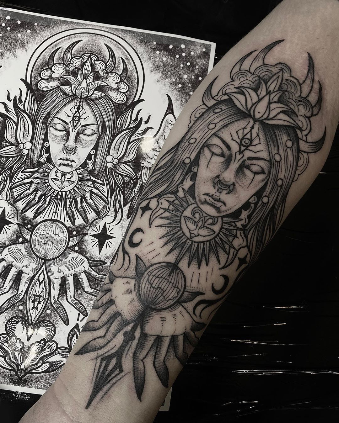 A shaman with the powers of communicating with superhuman beings - demons or ghosts of ancestors through ecstasy. This graphic design was made by Alice Priest @lsdtattoo How do you like this job? We invite you for more ideas related to magic!✨ #poznan #poznantattoo #poland #polandtattoos #linework #graphic #ornaments #shaman #bodyart #blacktattoo #tattooartists #tattoo #tatuaz #lsdtattoo #7_sins_tattoo