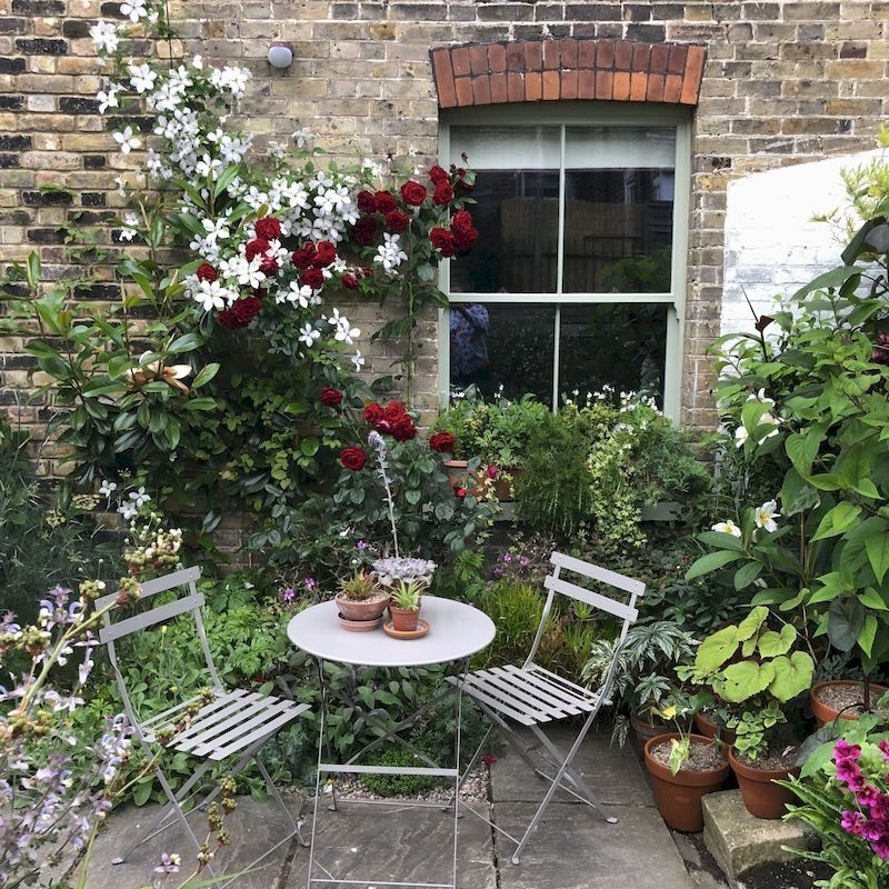 35 Fabulous Small Area You Can Build In Your Garden #smallcourtyardgardens
