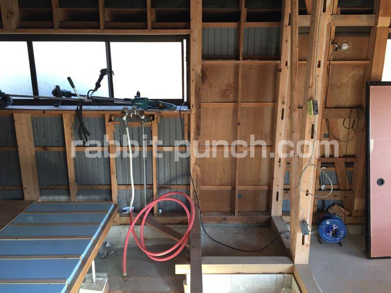 キッチンの勝手口を塞いで壁にする 基礎土台から壁下地までをdiy