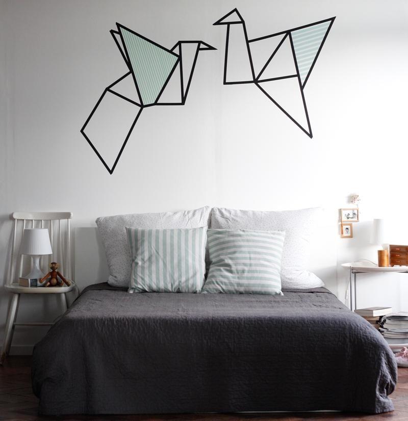 d coration murale avec masking tape en 25 id es fantastiques grue origami grue et dans la chambre. Black Bedroom Furniture Sets. Home Design Ideas