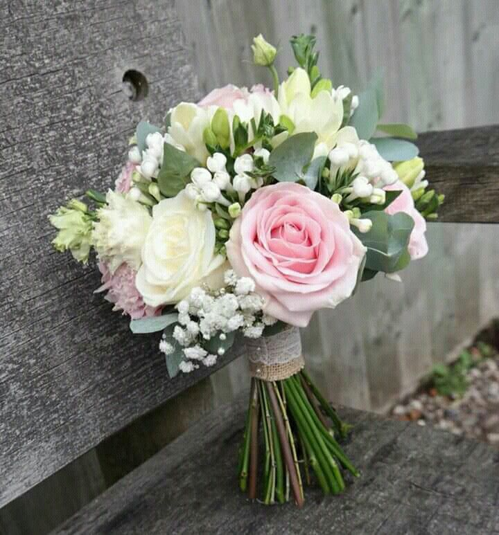 Follow us @SIGNATUREBRIDE on Twitter and on FACEBOOK @ SIGNATURE BRIDE MAGAZINE #bridesmaidbouquets