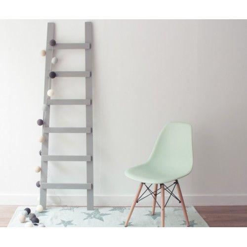 Escalera decorativa de madera que puedes utilizarla como perchero o revistero escaleras y - Escalera decorativa zara home ...