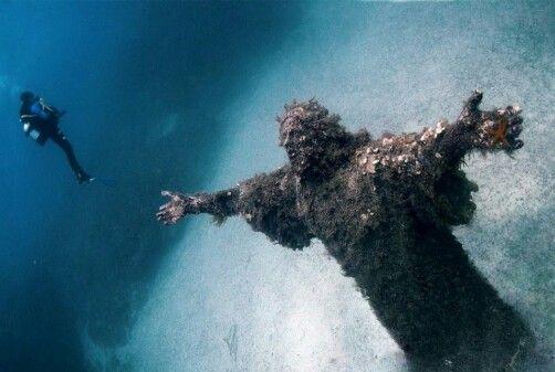 Cristo del abismo Mar Mediterraneo. Italia