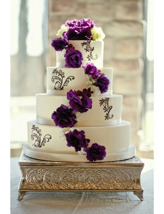 White cake with purple flowers purple and red cales pinterest white cake with purple flowers mightylinksfo
