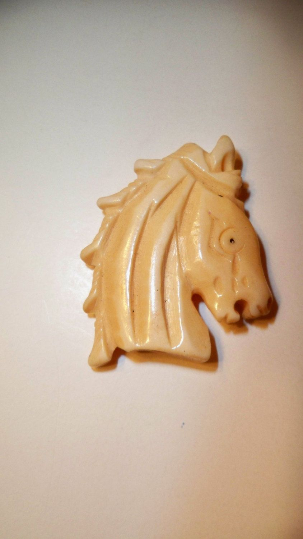 Horse Head Pendant Carved Bone Horse Head Bead Unisex Pendant Choker Horse Necklace Jewelry Supplies Carved Bon In 2020 Bone Pendant Horse Necklace Unisex Pendant
