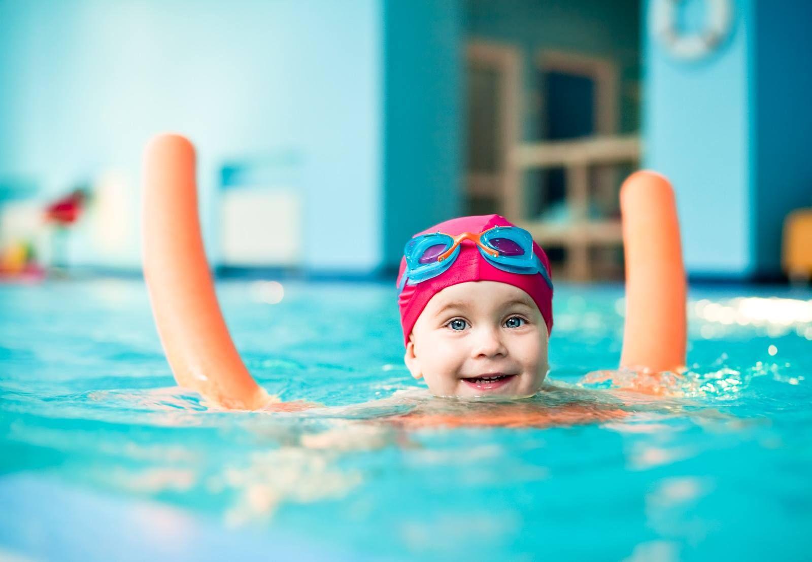 Nadar es una actividad que contribuye a conciliar el for Piscina hinchable ninos carrefour