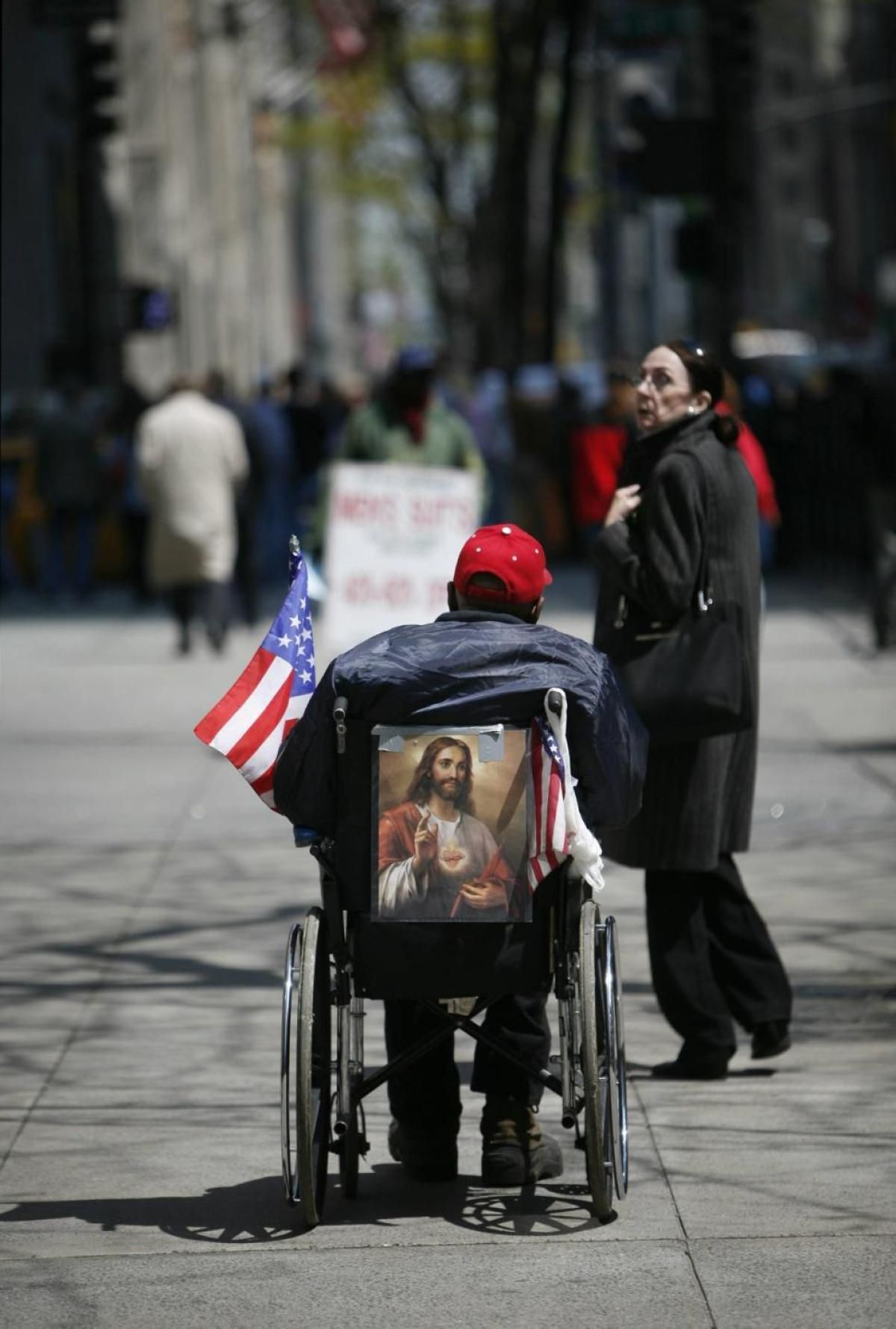 VA served more than 92,000 homeless veterans in 2009. With an estimated 500,000 veterans homeless at some time during the year, the VA reaches 20% of those in need, leaving 400,000 veterans without supportive services.