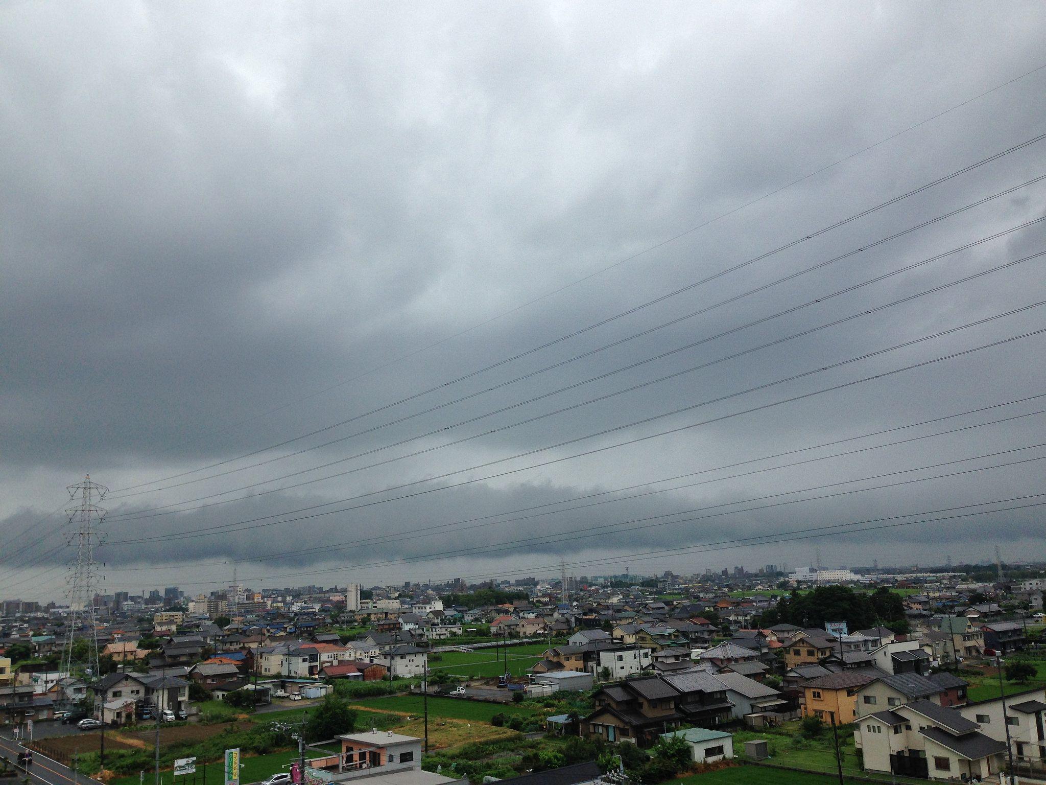 https://flic.kr/p/WdJFCJ   The harbinger of typhoons 02   台風が近づきつつある今朝の空模様です。 This typhoon is approaching this morning's sky.