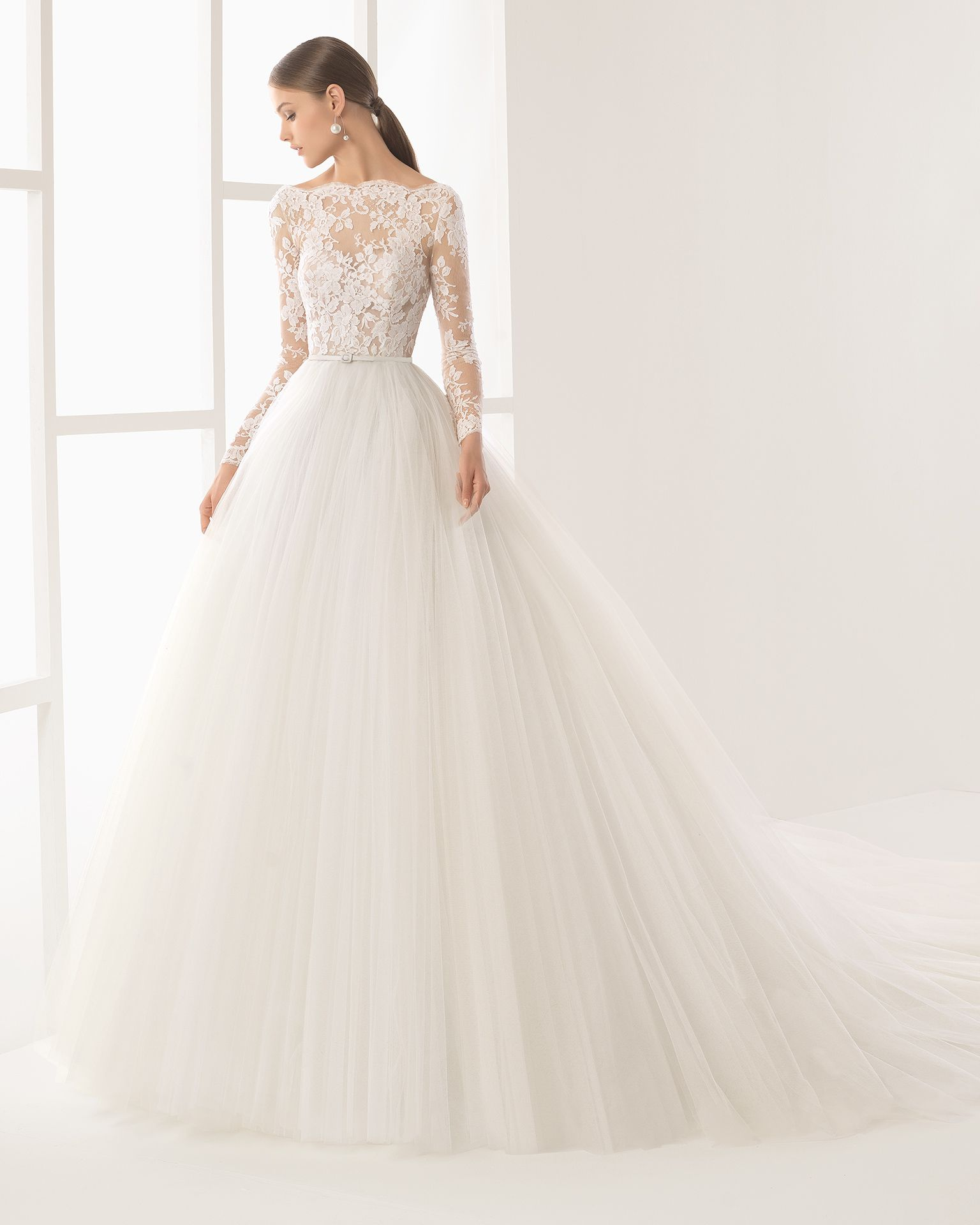 09fb54f80 Los vestidos de novia con manga larga Primavera Verano 2019 más ...