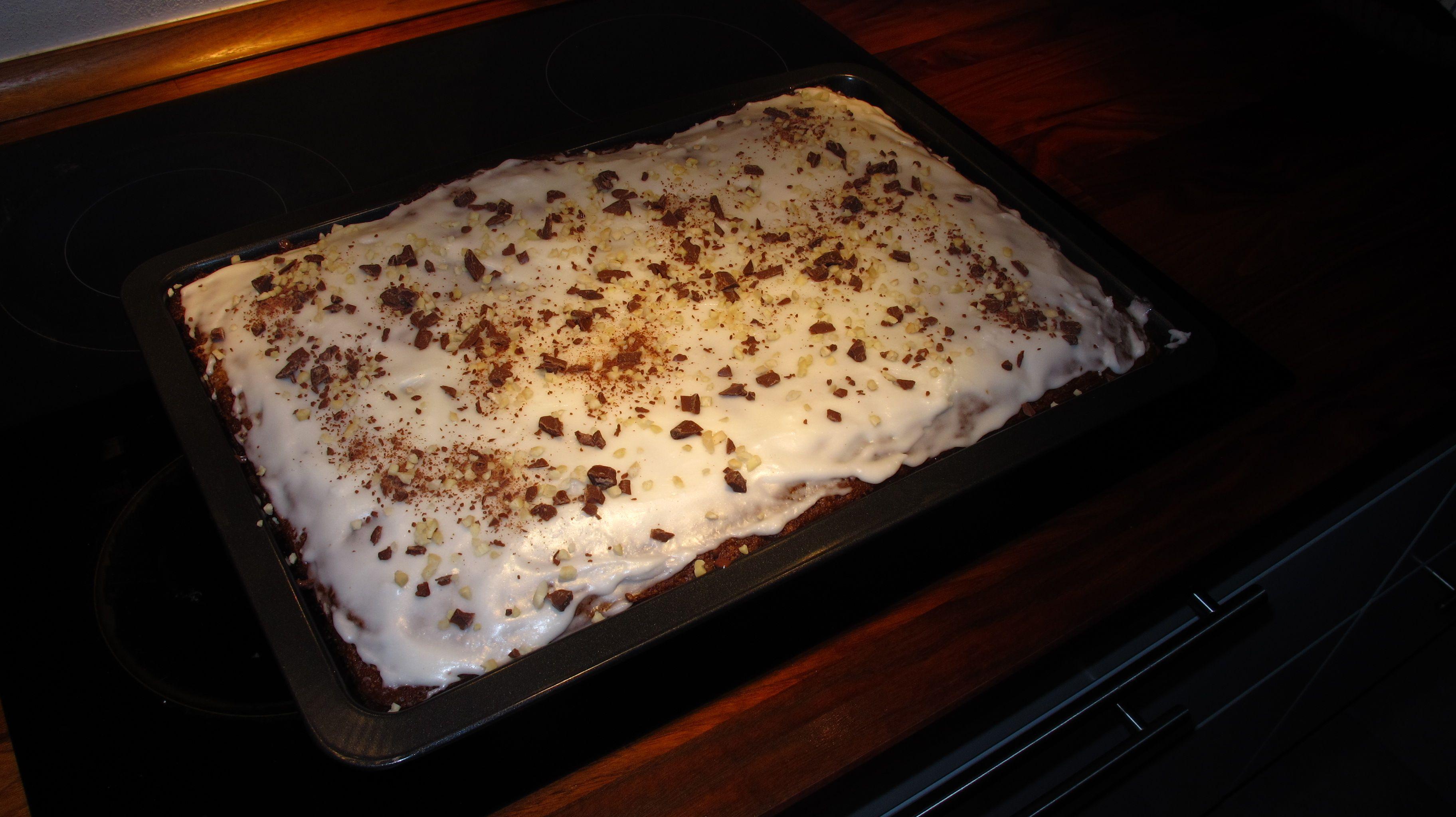 Her er opskriften til stor bradepande42 cm x 29 cm – god til ca. 20 personer: 300 g smør eller margarine 500 g sukker 4 æg 500 g mel 4 tsk. bagepulver 2 tsk. natron 6 tsk. kanel 4 dl. æblemo…