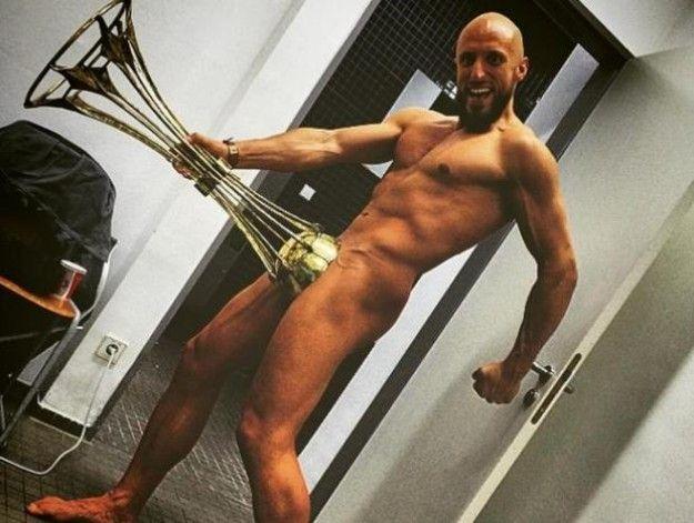 Tattooed Big Ass Shemale Fucks Big Cock