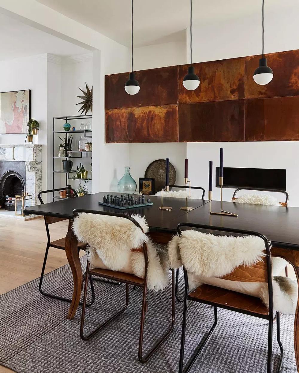 Les Plus Beaux Interieurs Avec Made Clem Around The Corner Des Meubles Colores Mur Blanc Meuble Style Industriel