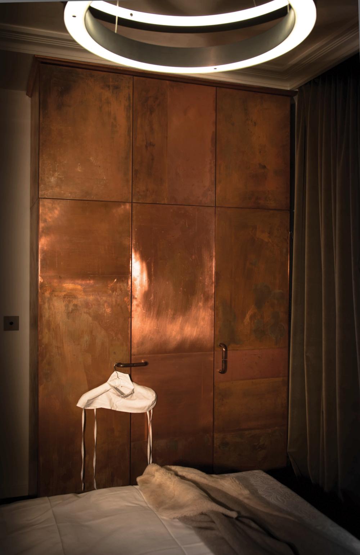 Brushed+brass+finished+closet+doors+Privatiselectionem+SORS (1000×1541)