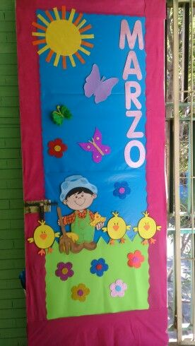 Puerta del mes de marzo jjj puertas decoradas puerta for Decoracion puerta aula infantil