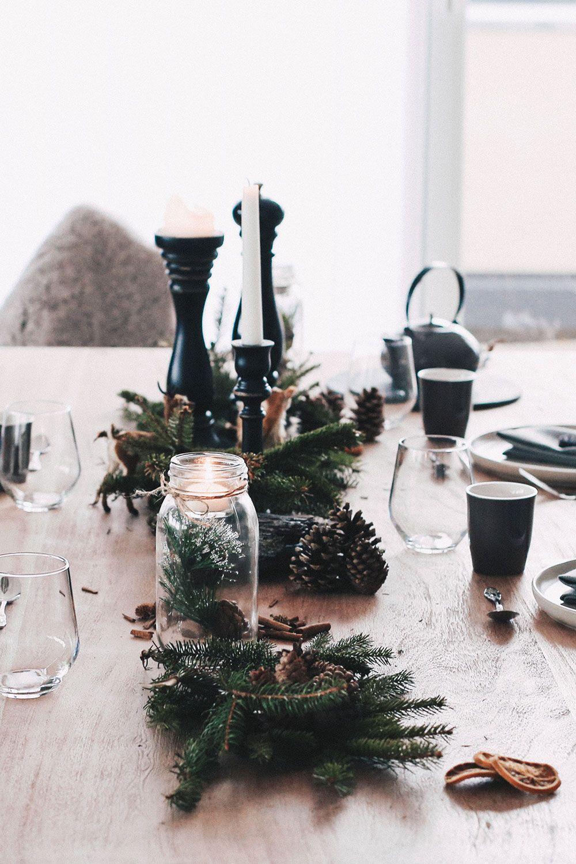 Einfach Aber Stilvoll Unser Weihnachtlich Gedeckter Esstisch Tischdeko Weihnachten Weihnachten Dekoration Weihnachtstischgedecke Minimalistisch Weihnachten