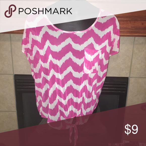 🆕 Listing Ladies Chevron shirt Gently used. Tops