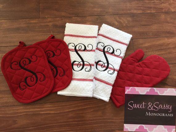 Monogrammed Kitchen Towel And Pot Holder By Sweetsassymonograms Vinyl Gifts Monogram Towels Vinyl Crafts