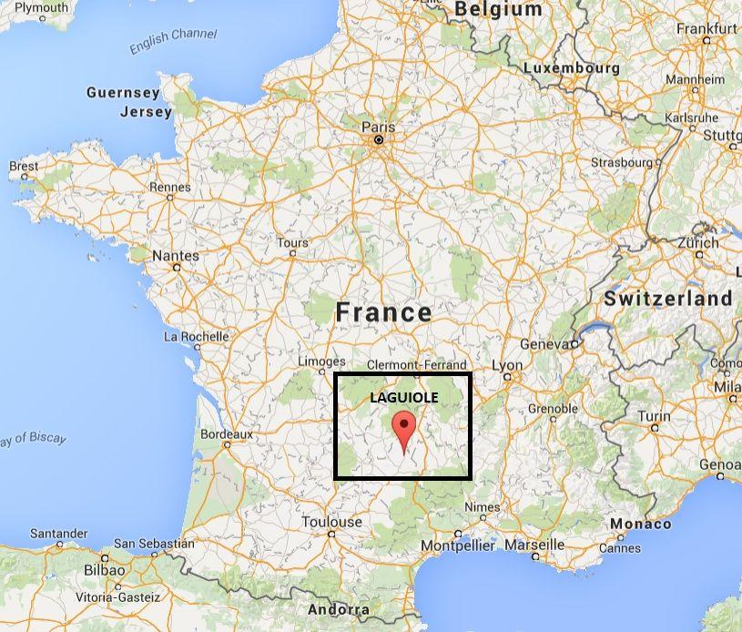 El pueblo Laguiole está localizado en la región de Aubrac en el macizo central frances. Es un area extremadamente fértil ya que tiene una base de basalto y granito. Los reyes de la zona son las vacas Aubrac, con sus ojos gentiles y alegres son los inspiradores de los hermosos cuchillos Laguiole. Aprenda más sobre la region en http://laguiole.es/region-de-aubrac
