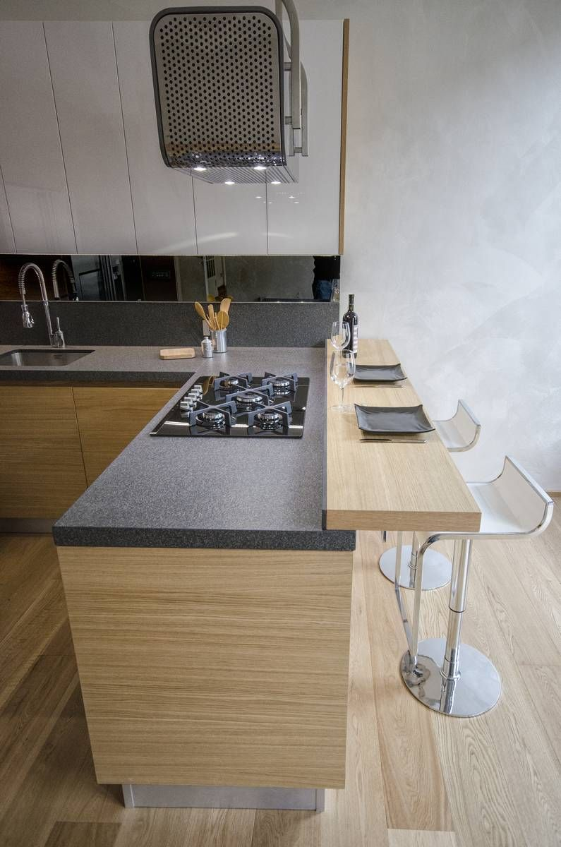 Risultati immagini per cucina bancone legno cucina isola for Ristrutturare bancone bar